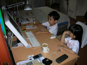 Manae and Zen at computer