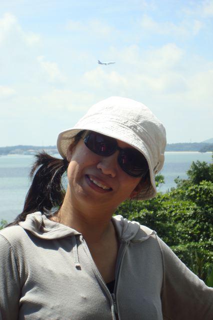 Naoko posing with 747
