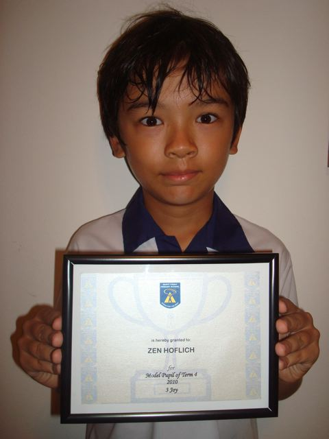 "Zen got a ""model pupil"" certificate at school!"