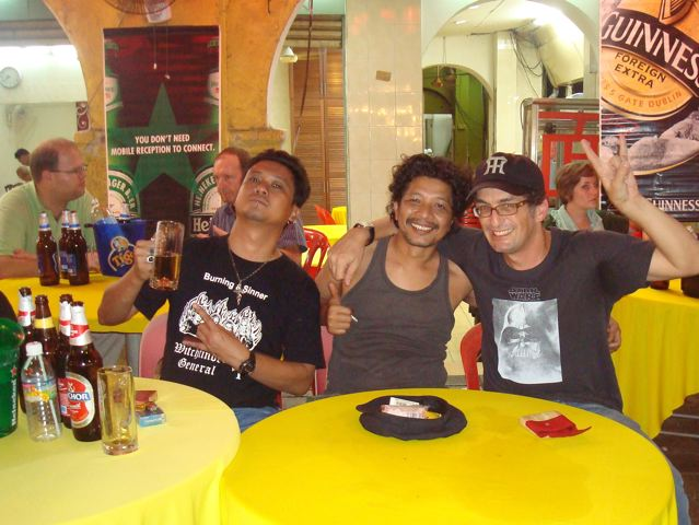 Joe Kidd of 'Carburetor Dung', Aidil of 'All These While', and little ol' me in KL.