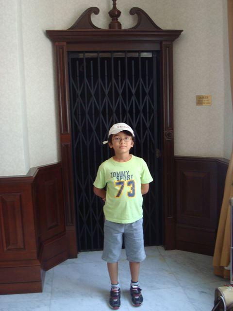 Elevator kid