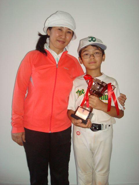 Zen's softball team got a trophy!!