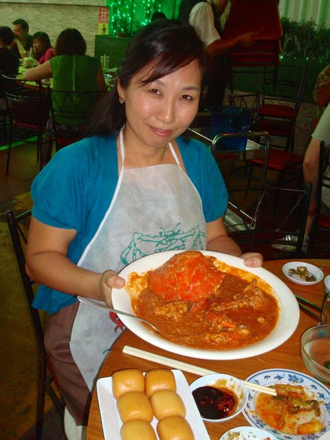 Chili crab at No Signboard! Nice bib, babe...