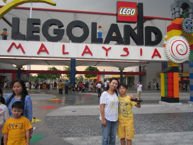Zen and Naoko in front of the Legoland gates