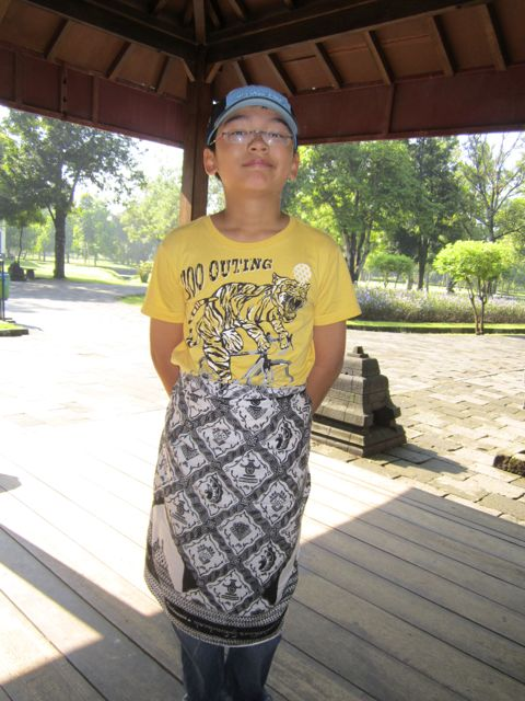 Zen, dressed up for Borobudur.