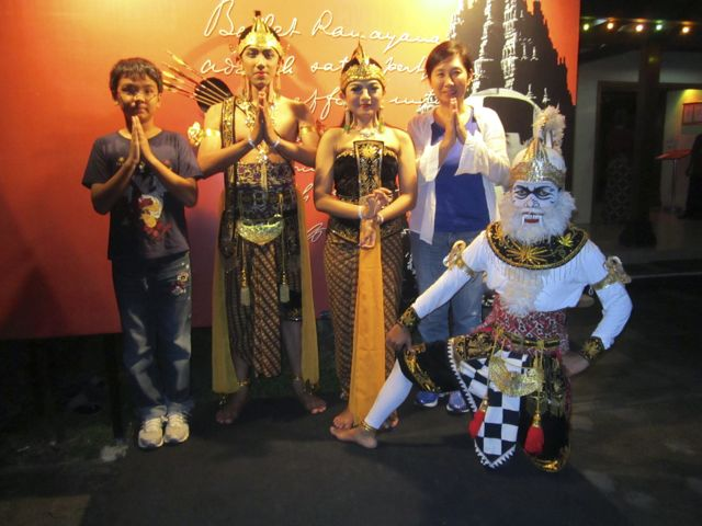 Naoko, Zen, Hanuman, and the Ramayana gang