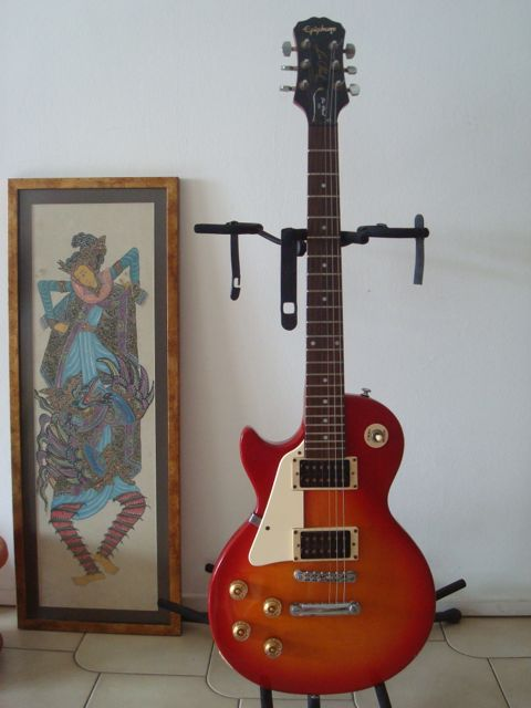 Epiphone LP-100 left-handed guitar