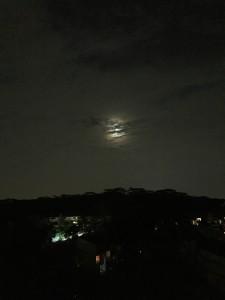 Singapore moon IMG_8843 balcony